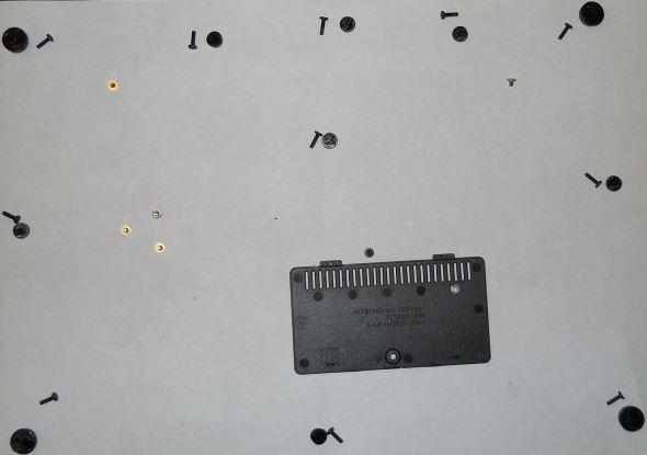 Notebook zerlegen Festplatte ausbauen